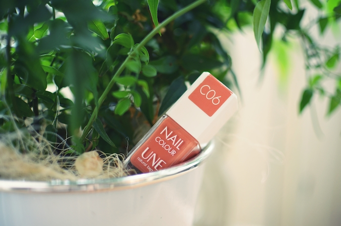 UNE Beauty Breezy Lips Balms